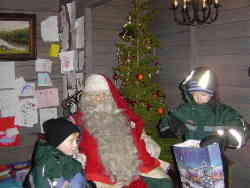 chloe-and-charlie-meeting-santa-claus-lapland