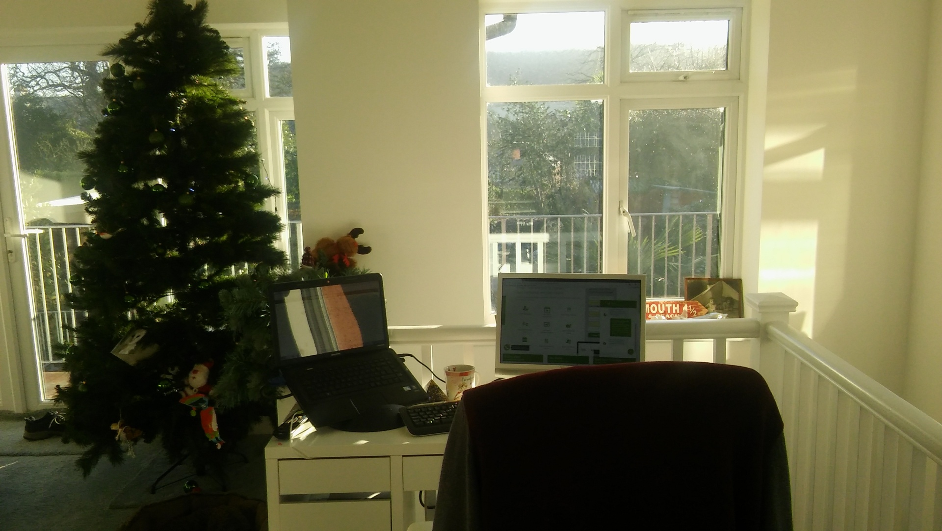 happy-new-year-desk-sunshine