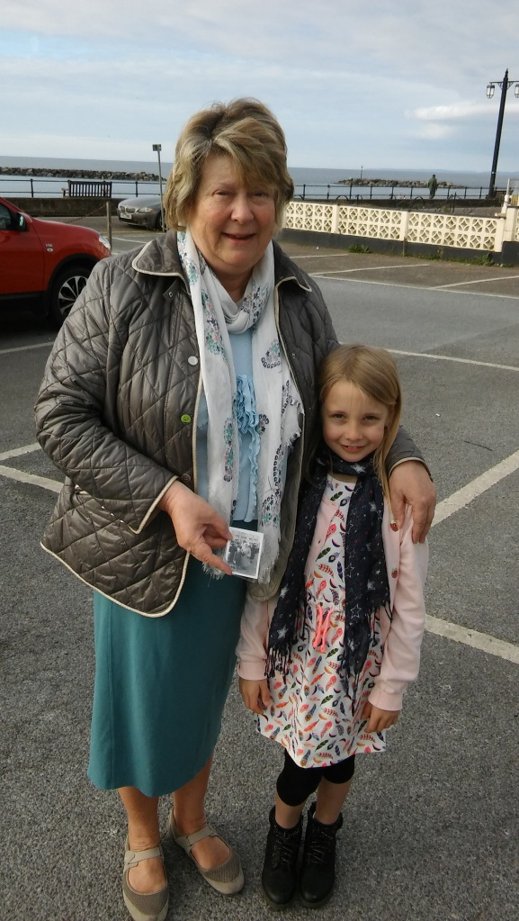 hot-cross-buns-sidmouth-anne-funnell-and-sophie