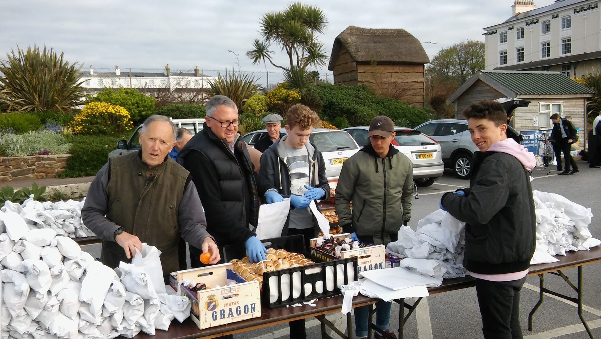 hot cross buns sidmouth packing bags
