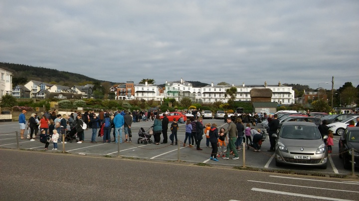 hot cross buns sidmouth queue its not long oh yes it is